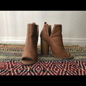 Women's size 5 beige ankle booties